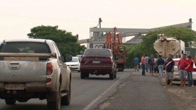 No segundo dia de greve, caminhoneiros fecham dois pontos de rodovias no sudoeste. - Um em Coronel Vivida e outro em Mangueirinha.