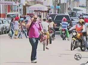 Comércio tem lucrado em Serra Talhada por causa do calor - Farmácias e vendedores ambulantes têm sido bastante procurados.