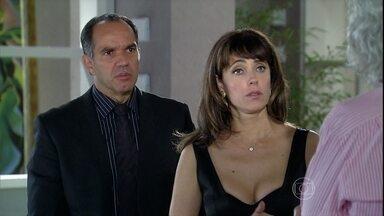 Melissa se recusa a internar Tarso - A madame se desespera ao ouvir os conselhos do psiquiatra