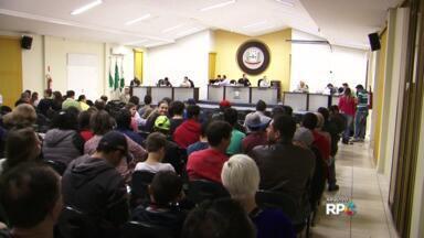 Vereadores de General Carneiro aprovam redução dos próprios salários - A votação foi ontem à noite. Os projetos pra reduzir o salário do prefeito, do vice e dos secretários foram arquivados.