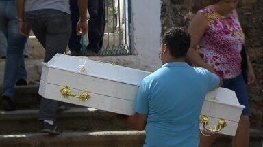 Seis pessoas morreram em decorrência do rompimento das barragens em Mariana - Vinte e uma pessoas estão desaparecidas. Dois corpos ainda não foram identificados.