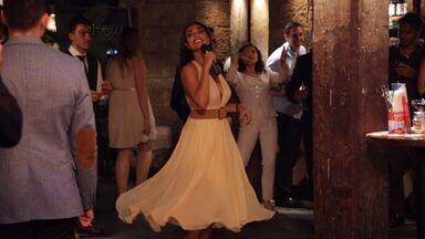 Juliana Paes canta e dança na Austrália - Confira os bastidores da cena em que Juliana Paes contracena com Fabio Assunção