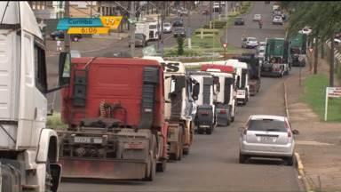 Caminhoneiros protestaram mais uma vez em Guarapuava - Protestos tinham encerrado na manhã e foram retomados horas depois.