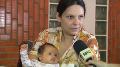 Bombeiros ajudam mãe a salvar bebê em Maringá - Ela procurou o Corpo de Bombeiros ao ver a filha engasgada