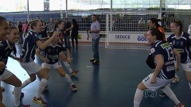 Campeonato Brasileiro feminino de futsal termina em Goiânia - Primeira edição conta com 27 equipes. Título fica com equipe de Santa Catarina.