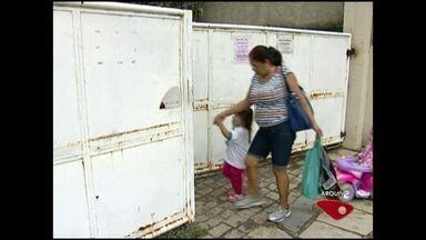 Pais de alunos cobram reforma de creche em Cachoeiro, Sul do ES - Creche fica no bairro Coronel Borges.