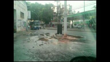 VC no ESTV: telespectador flagra vazamento de água em Cachoeiro, Sul do ES - Wagner quer saber quando o reparo será feito.