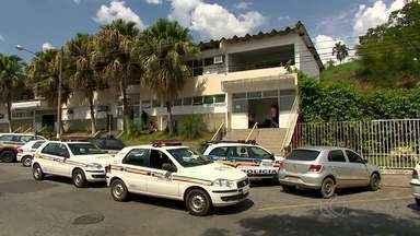 PM prende suspeito de atirar contra policiais em Juiz de Fora - Jovem disparou contra viatura da PM no último sábado (9), no São Benedito. Suspeito estava foragido e foi localizado no Bairro Parque das Águas.