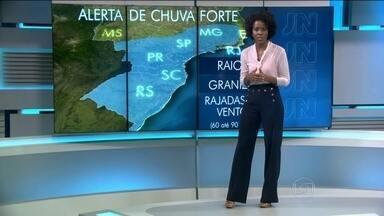 Sexta-feira (13) vai ser mais um dia de chuva na Região Sul - As áreas com tempo firme serão: grande parte do Pará, o centro sul do Amapá e o Tocantins. Dia de céu aberto também em quase todo o Nordeste, em boa parte do Centro-Oeste e no norte e no noroeste de Minas.