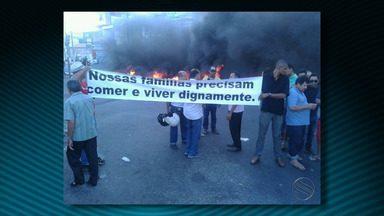 Taxistas não regulamentados fazem protesto ateando fogo em pneus - Taxistas não regulamentados fazem protesto ateando fogo em pneus.