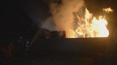 Em uma semana duas madereiras pegam fogo em Ariquemes - Mais um incêndio em madeireira na cidade de Ariquemes. Este é o segundo caso nesta semana.