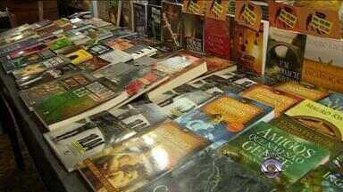 Feira do Livro de Porto Alegre está no último fim de semana - Vendas em 2015 superam a última edição.