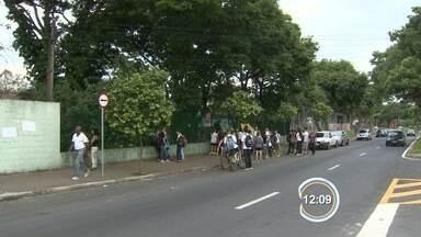 Alunos mantêm ocupação em escola em São José - Tentativa de acordo com o Estado para desocupação fracassou.