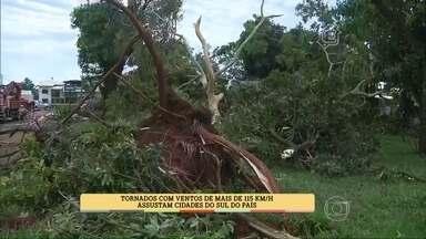 Morador do Paraná faz vídeo de tornado e conversa, ao vivo, com os apresentadores - Tornados com ventos de mais de 115 km/h assustaram cidade sul do Brasil