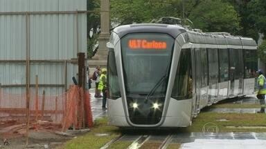 Primeiro teste do VLT carioca - O veículo leve sobre trilhos começa a funcionar no primeiro semestre do ano que vem. Uma linha vai ligar a Rodoviária ao aeroporto Santos Dumont e passa pela nova praça Mauá