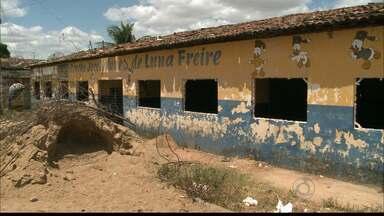 Moradores de Itabaiana, na Paraíba, reclamam da ausência de creches na cidade - O local onde as crianças deveriam estudar está depredado e os Postos de Saúde sem estrutura para atendimento.