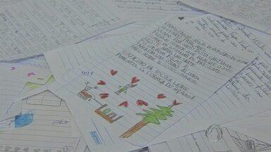 Começa campanha de cartas que Correios recebem com pedidos ao Papai Noel em MS - Segundo os Correios, em Mato Grosso do Sul, foram registradas 11 mil cartas, com 86% de adoção. Alguns municípios chegaram a 100% de adoções. Campo Grande chegou perto, de 3.500 cartas, 98% foram adotadas.