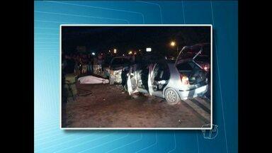 Batida entre dois carros na BR-163 deixa quatro mortos e três feridos em Santarém - Acidente aconteceu na noite de domingo (22). Segundo PRF, carro invadiu faixa contrária e bateu de frente com outro.