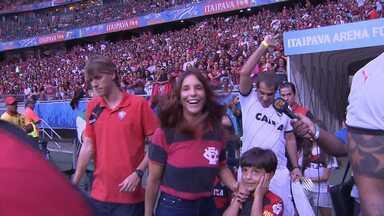 Torcedores do Vitória lotam a Fonte Nova em jogo que garantiu a volta do time pra Série A - A torcida ganhou o reforço de celebridades como Ivete Sangalo, Durval Lelys, Léo Santana, entre outros.