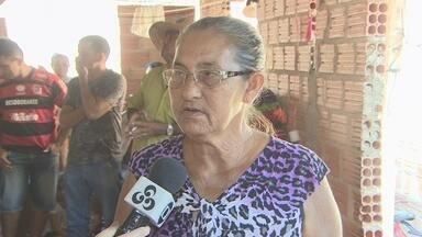Famílias atingidas pela cheia do rio Madeira aguardam há 2 anos por moradia - Famílias que moravam na vila de Belo Monte estão desalojadas e pedem solução do governo.