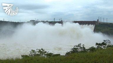 Excesso de chuvas faz Usina de Itaipu abrir as 14 comportas do vertedouro ao mesmo tempo - É a primeira vez que isso aconteceu em quatro anos. A vazão ultrapassou 11 mil metros cúbicos de água por segundo, sete vezes o volume das Cataratas do Iguaçu.