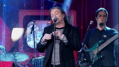 Fábio Jr. se apresenta no programa 'Altas Horas' - Cantor interpreta a música 'Só Você'
