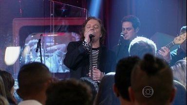Fábio Jr. agita a plateia com '20 e poucos anos' - Cantor se apresenta no programa 'Altas Horas'