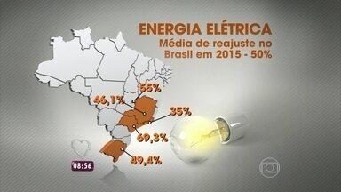 Mais Você dá dicas para economizar na conta de luz - Com os constantes aumentos nas tarifas de energia e a chegada do verão, as famílias estão mudando os hábitos para economizar