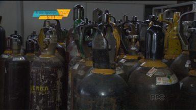 Grupo é preso por adulterar oxigênio hospitalar - Oito pessoas foram presas durante operação realizada pelo Gaeco. Segundo o Gaeco, três empresas instaladas em Maringá, Cianorte e Campo Mourão vendiam oxigênio industrial usado para soldas, como se fosse para uso medicinal.