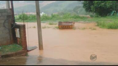 Chuva forte causa alagamento em São José do Rio Pardo - Pancada durou cerca de 15 minutos e causou problemas no Jardim Margarida. Córrego São José transbordou no Centro da cidade.