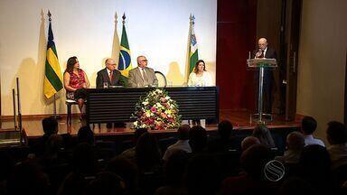 Monsenhor José Carvalho de Souza recebe título de honra ao mérito educacional - Monsenhor José Carvalho de Souza recebe título de honra ao mérito educacional.