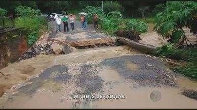 Chuvas causam estragos em Pinhalzinho e Amparo - Teve desmoronamento de terra em Amparo e uma ponte provisória foi arrastada em Pinhalzinho.
