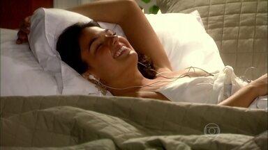 Camila tem sonho romântico com Ravi - O rapaz pensa em uma maneira de se livrar do casamento arranjado pela família