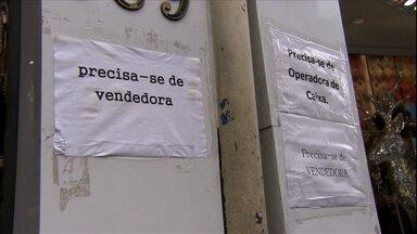 Comércio popular de SP finalmente abre vagas de emprego para o Natal - Lojistas da Rua 25 de março, em São Paulo, estão contratando caixas, balconistas e vendedores.
