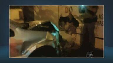 Vítima foge com carro para não ser assaltada em Itapira - Por conta da fuga, ela acabou perdendo o controle da direção e bateu em um muro.