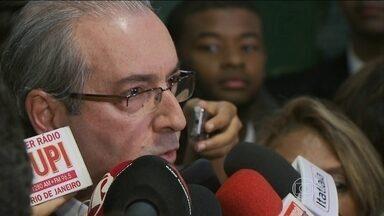 Presidente da Câmara aceita pedido de abertura de impeachment contra Dilma - Decisão surpreendeu o governo, que agora vai depender do apoio dos aliados para barrar o pedido no Congresso.