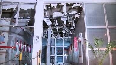 Criminosos explodem agência bancária no bairro Dom Bosco, região Noroeste de BH - A estrutura da agência, assim como caixas eletrônicos, ficaram danificados. Nenhum valor foi roubado. Os criminosos fugiram.