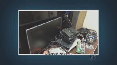 Homem é preso suspeito de ter assaltado várias casas em Campinas - Na casa dele a polícia encontrou vários objetos roubados e armas.