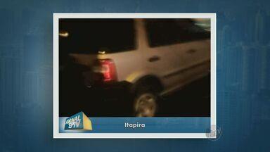 Mulher bate carro após fugir de assalto em Itapira - Ela estava colocando o carro na garagem quando percebeu que seria abordada.