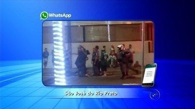 Polícia Militar é acionada para conter torcedores em avenida de Rio Preto - Após a vitória do Palmeiras contra o Santos pela Copa do Brasil, na noite de quarta-feira (2), torcedores de São José do Rio Preto (SP) foram até a avenida Alberto Andaló para comemorar o título.