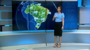 Tempo será abafado e de chuva na maior parte do país neste sábado (5) - A chuva aparece principalmente na parte da tarde.Temporais com granizo são previstos em Santa Catarina e no Paraná.