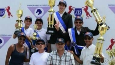 Equipe de hipismo de Cachoeiro é vice-campeã de campeonato do ES - Cinco atletas do município ficaram entre os primeiros colocados.