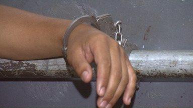 Homem que tinha mandado de prisão é preso no Jardim América - A Polícia Militar encontrou o rapaz durante um patrulhamento de rotina.