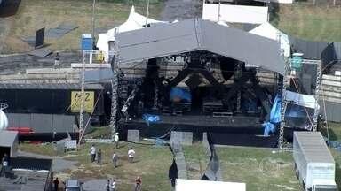 Temporal e vento forte derrubam camarote e cancelam show de Wesley Safadão em Sete Lagoas - De acordo com a Polícia Militar (PM), além da arquibancada, uma parte do palco também foi danificada. Várias pessoas ficaram feridas.