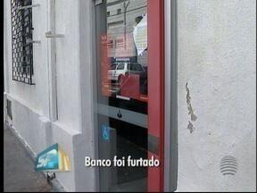 Polícia Civil investiga furto de R$ 25 mil em agência bancária - Dinheiro estava em um caixa eletrônico que foi aberto.