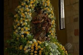 Católicos prestam homenagens e lotam igreja de Nossa Senhora da Conceição, em Belém - Muitos fiéis foram participar de celebrações ou pedir por graças nesta terça-feira (8).