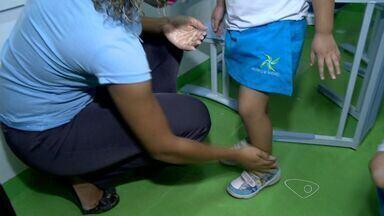 Escolas mudam rotina de alunos para passar repelente durante a aula, no ES - Pais ficam felizes com as medidas adotadas para combater o mosquito Aedes Aegypti.
