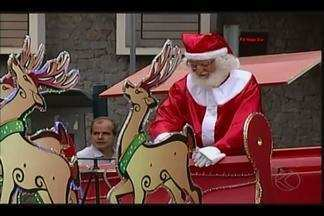 Entrega de chave da cidade a Papai Noel marca início da agenda natalina em Uberaba - Cerimônia ocorreu nesta segunda-feira (7).