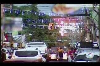 Crise na economia deixa Ituiutaba sem decoração de Natal em 2015 - A quantidade de espaços públicos iluminados neste ano é 40% menor em relação ao ano anterior, segundo a Prefeitura. Empresários decidiram apostar em premiações na tentativa de alavancar as vendas.