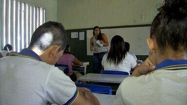 Professores, pais e alunos cearenses discutem o que deve ser ensinado na sala de aula - Confira a reportagem de Anézia Gomes.